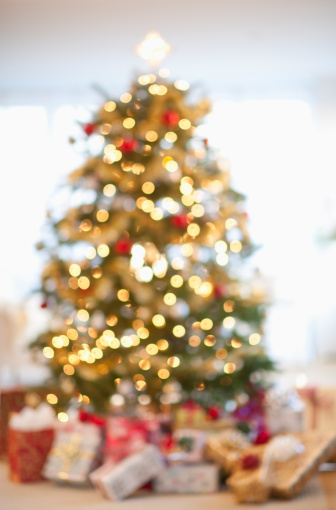 Defocused「USA, New Jersey, New Jersey City, Christmas tree in living room」:スマホ壁紙(6)