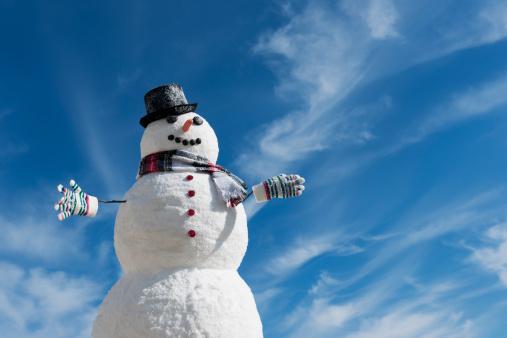 Snowman「USA, New Jersey, Jersey City, Snowman under blue sky」:スマホ壁紙(16)
