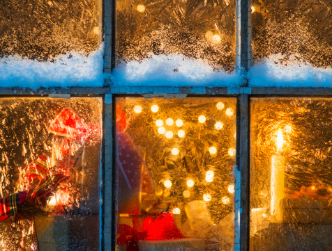 雪「USA, New Jersey, Window with Christmas lights」:スマホ壁紙(13)
