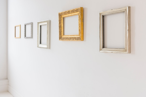 余白「USA, New Jersey, Jersey City, Empty picture frames in art gallery」:スマホ壁紙(11)