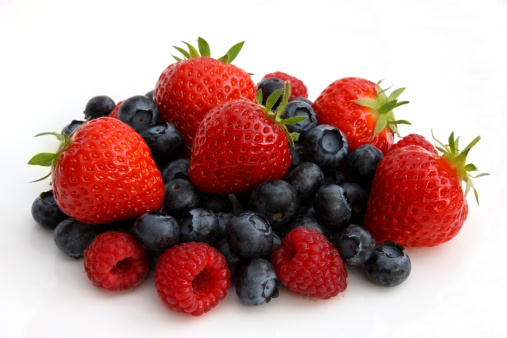 Raspberry「Freshly picked organic berries in pile.」:スマホ壁紙(5)