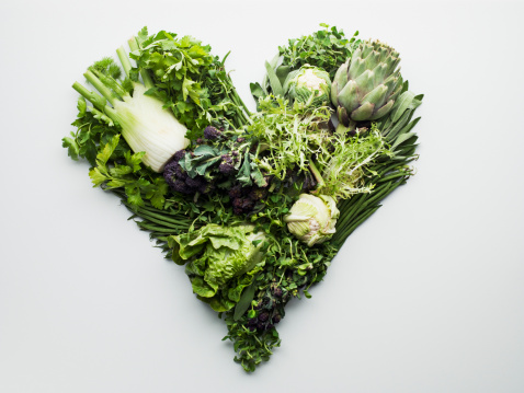 Raw Food「Green vegetables forming heart-shape」:スマホ壁紙(2)