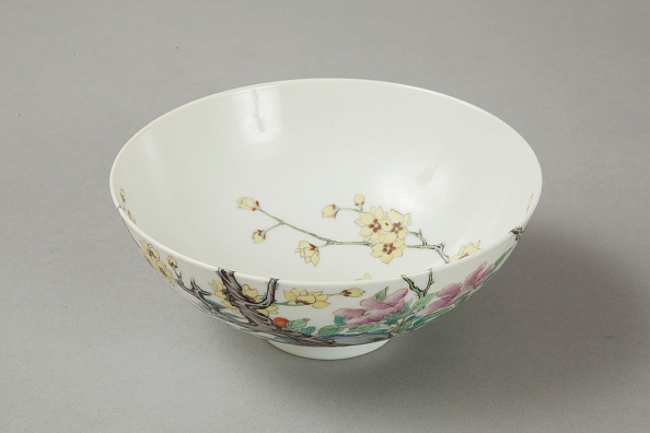 Deciduous tree「Famille rose bowl with floral decoration, 20th century」:写真・画像(16)[壁紙.com]