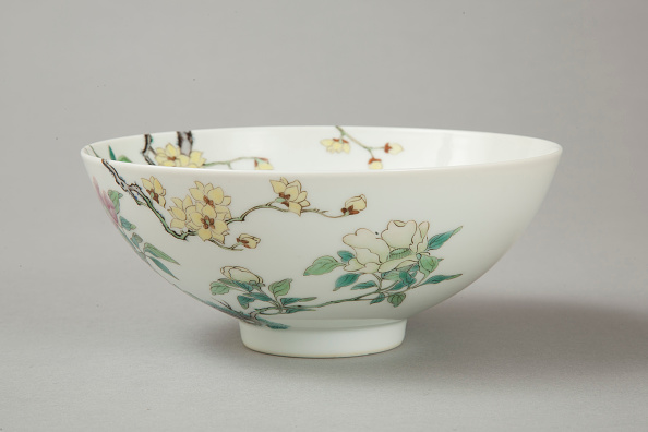 Pottery「Famille rose bowl with floral decoration, 20th century」:写真・画像(3)[壁紙.com]