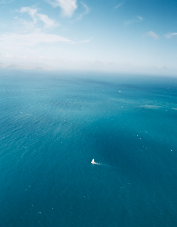 South Pacific Ocean「Sailboat at sea, aerial view」:スマホ壁紙(11)