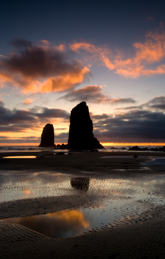 Cannon Beach「Haystack and Needles at sunset Canon Beach Oregon」:スマホ壁紙(10)