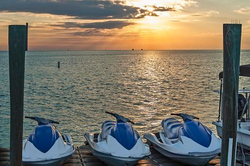 Water-skiing「Water Skis. Islamorada. Florida. USA」:スマホ壁紙(16)