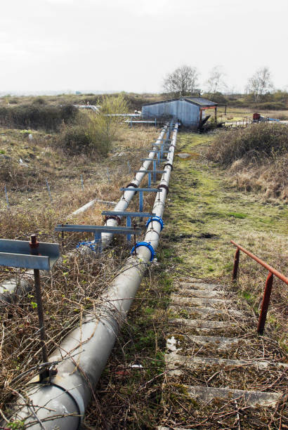 Disused pipes running from a factory no longer in use, Manningtree, Suffolk, UK:ニュース(壁紙.com)