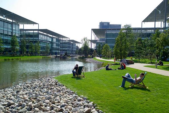 造園「Chiswick Business Park interior, London, UK Designed by Richard Rogers Chiswick Business Park is a new sustainable development in West London」:写真・画像(0)[壁紙.com]