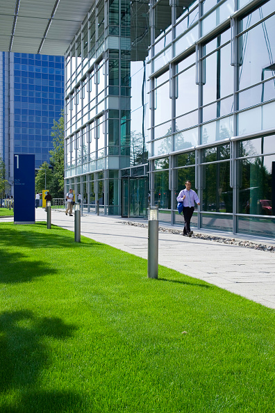 Grass Family「Chiswick Business Park interior, London, UK Designed by Richard Rogers Chiswick Business Park is a new sustainable development in West London」:写真・画像(2)[壁紙.com]