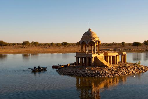 Rajasthan「Small temple in dry lake, Thar Desert, India」:スマホ壁紙(14)