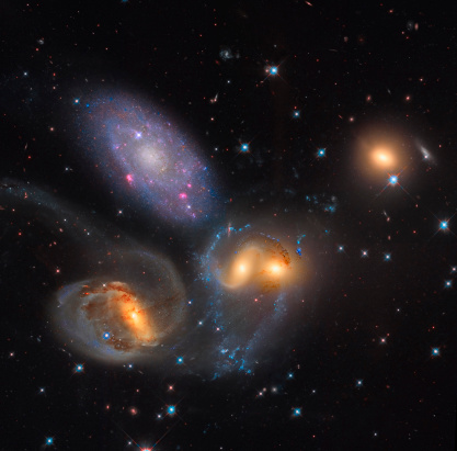 Hydrogen「Stephan's Quintet, a grouping of galaxies in the constellation Pegasus.」:スマホ壁紙(17)