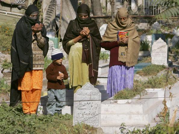 Indian Subcontinent Ethnicity「Earthquake Survivors Mark of End of Ramadan With Eid-Ul-Fitr」:写真・画像(3)[壁紙.com]
