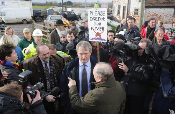 Visit「Environment Secretary Owen Paterson Visits Flooded Somerset Levels」:写真・画像(12)[壁紙.com]