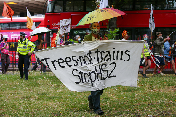 Euston Station「'The Rebel Trail' - Extinction Rebellion and Stop HS2 protest Meet At Euston Gateway Site」:写真・画像(8)[壁紙.com]
