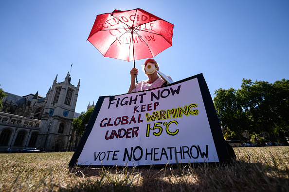 Heathrow Airport「Demonstrators Protest Against Proposed Third Runway At Heathrow Airport」:写真・画像(11)[壁紙.com]
