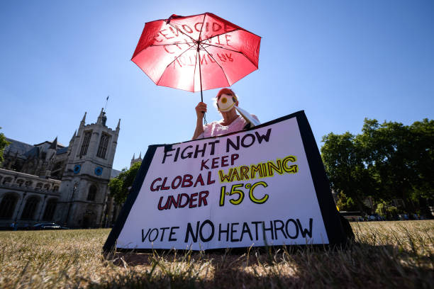 Demonstrators Protest Against Proposed Third Runway At Heathrow Airport:ニュース(壁紙.com)