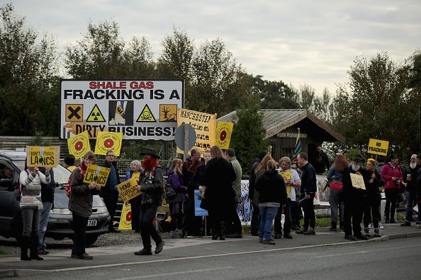 Shale「Demonstrators Protest At Lancashire Fracking Decision」:写真・画像(1)[壁紙.com]