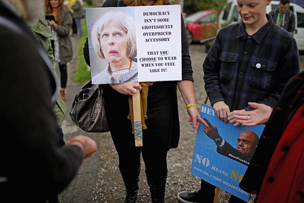 Shale「Demonstrators Protest At Lancashire Fracking Decision」:写真・画像(2)[壁紙.com]