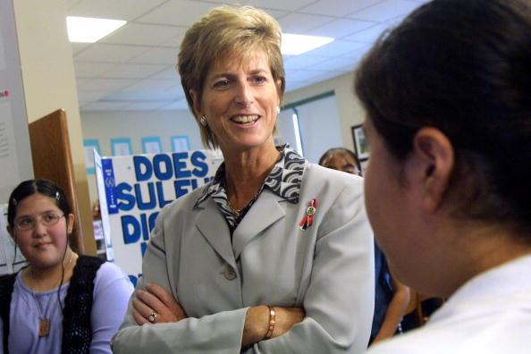Protection「EPA Head Christine Todd Whitman Visits Chicago」:写真・画像(17)[壁紙.com]