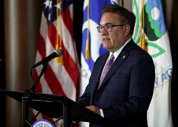 Environmental Protection Agency「EPA Chief And Transportation Secretary Announce Revocation Of CA Emissions Waver」:写真・画像(8)[壁紙.com]