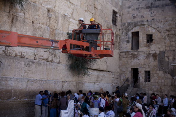 East Jerusalem「Engineers Check Stones At Western Wall」:写真・画像(14)[壁紙.com]