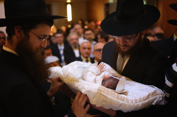 Circumcision「Orthodox Jews Hold Circumcision Ceremony」:写真・画像(2)[壁紙.com]