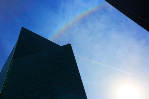 虹「Halo rainbow appearing over skyscrapers」:スマホ壁紙(0)