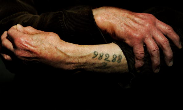 Holocaust「Auschwitz Survivor Leon Greenman 98288 At The Jewish Museum」:写真・画像(5)[壁紙.com]