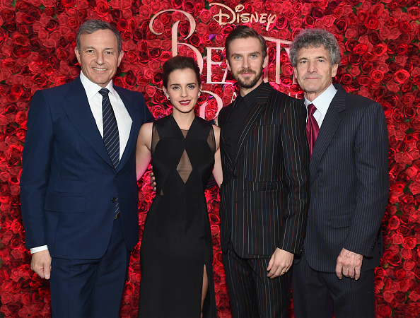 ボブ アイガー「Emma Watson, Dan Stevens, Kevin Kline, Josh Gad, Audra McDonald, Stanley Tucci, Ian McKellen, Bill Condon And Alan Menken  Arrive At Alice Tully Hall For The New York Special Screening Of Disney's Live-Action Adaptation 'Beauty And The Beast'」:写真・画像(15)[壁紙.com]