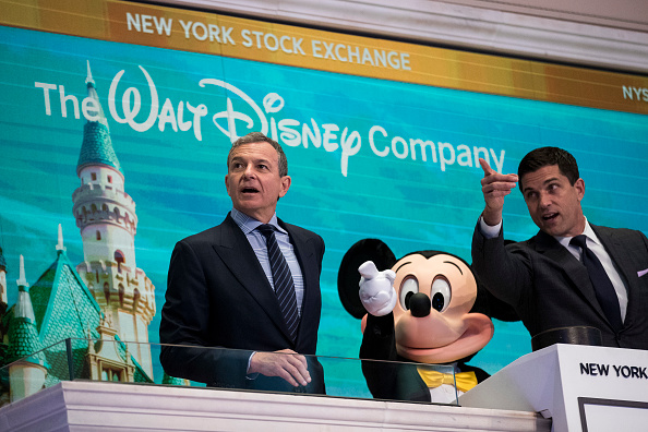Mickey Mouse「Walt Disney Chairman And CEO Bob Iger Rings Opening Bell At NY Stock Exchange」:写真・画像(17)[壁紙.com]