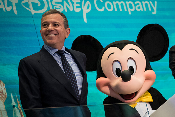 ミッキーマウス「Walt Disney Chairman And CEO Bob Iger Rings Opening Bell At NY Stock Exchange」:写真・画像(14)[壁紙.com]