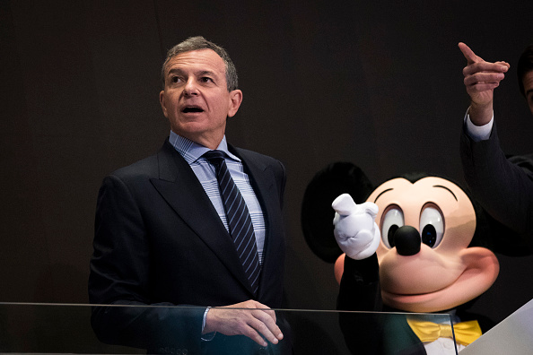 ミッキーマウス「Walt Disney Chairman And CEO Bob Iger Rings Opening Bell At NY Stock Exchange」:写真・画像(5)[壁紙.com]