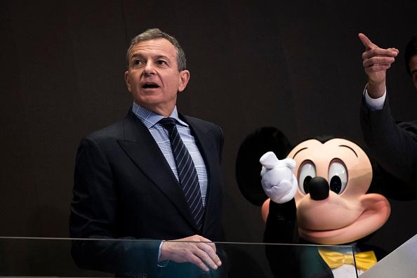 ミッキーマウス「Walt Disney Chairman And CEO Bob Iger Rings Opening Bell At NY Stock Exchange」:写真・画像(17)[壁紙.com]