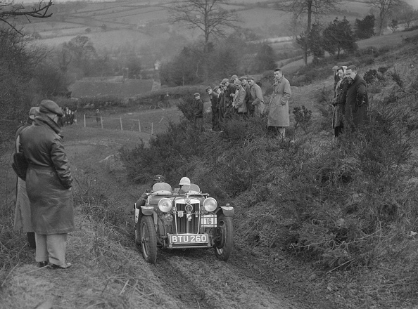 Country Road「MG PB of J Terras competing in the MG Car Club Midland Centre Trial, 1938」:写真・画像(18)[壁紙.com]