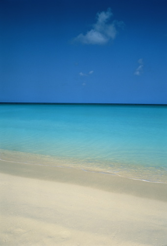 アルーバビーチ「Calm, clear blue sea washing against white,sandy beach」:スマホ壁紙(4)