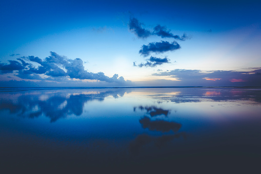 Balinese Culture「clouds reflecting in the ocean, bali island, indonesia」:スマホ壁紙(10)