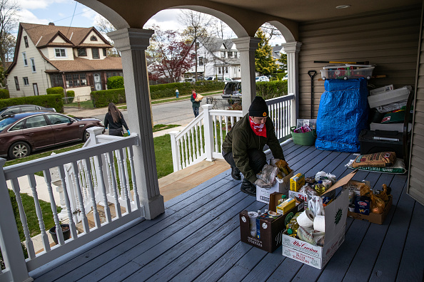 Social Issues「Volunteers Distribute Food Aid To Immigrant Families In Long Island」:写真・画像(18)[壁紙.com]