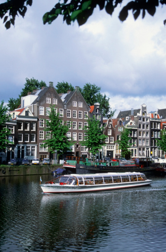 Amsterdam「Touring boat on a canal, Netherlands」:スマホ壁紙(17)