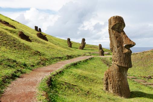 Circa 14th Century「Rano Raraku Quarry - Easter Island」:スマホ壁紙(18)