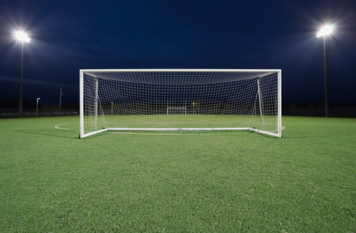 Sports Equipment「Soccer goal on field at night」:スマホ壁紙(9)