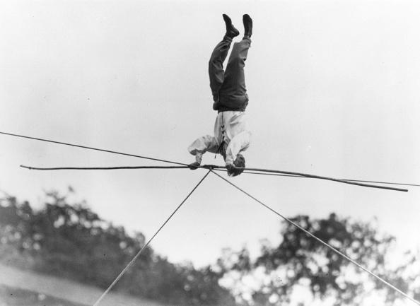 Tightrope「High Headstand」:写真・画像(6)[壁紙.com]