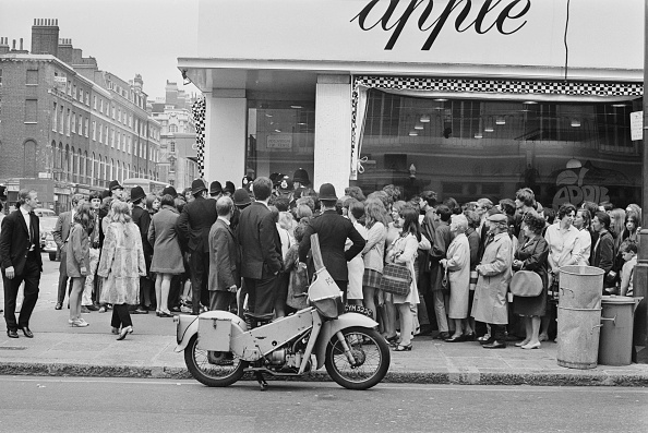 閉める「Apple Boutique Closes Down」:写真・画像(9)[壁紙.com]