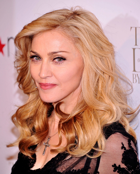 "Cross Shape「Madonna Launches Her Signature Fragrance ""Truth Or Dare"" By Madonna」:写真・画像(15)[壁紙.com]"