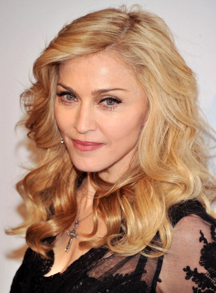 "Cross Shape「Madonna Launches Her Signature Fragrance ""Truth Or Dare"" By Madonna」:写真・画像(17)[壁紙.com]"