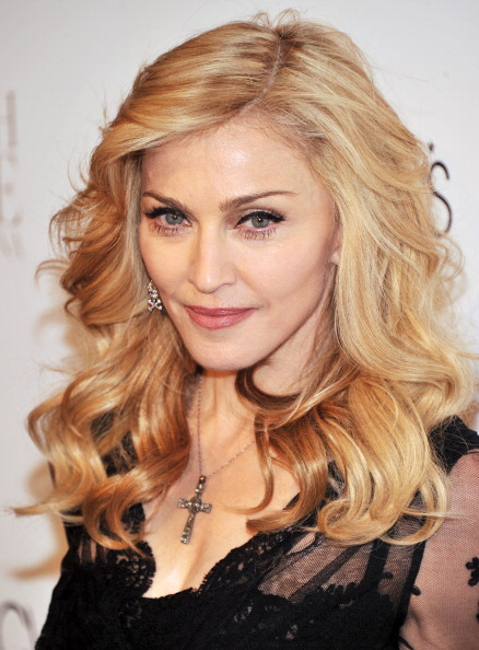 "Cross Shape「Madonna Launches Her Signature Fragrance ""Truth Or Dare"" By Madonna」:写真・画像(16)[壁紙.com]"