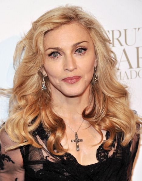 """Cross Shape「Madonna Launches Her Signature Fragrance """"Truth Or Dare"""" By Madonna」:写真・画像(16)[壁紙.com]"""