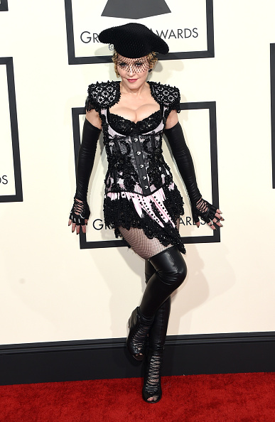 Singer「57th GRAMMY Awards - Arrivals」:写真・画像(6)[壁紙.com]