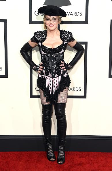 Singer「57th GRAMMY Awards - Arrivals」:写真・画像(14)[壁紙.com]