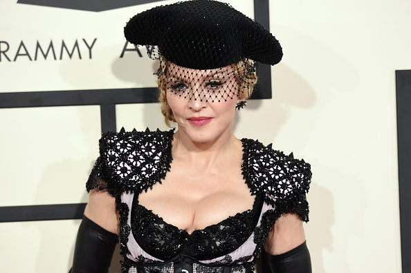 Singer「57th GRAMMY Awards - Arrivals」:写真・画像(5)[壁紙.com]